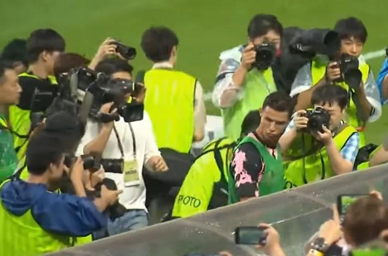 Cristiano Ronaldo istui Koreassa penkillä - järjestäjä joutui pahaan liriin