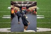 Video: NFL:n Houston Texans otti koko joukkueen voimin ilon irti roskiskoripallosta