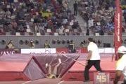 Video: Ruotsalaiselta seiväshyppääjältä uskomaton suoritus MM-kisoissa – seiväs painajaismaisesti rikki, heti perään Ruotsin ennätys
