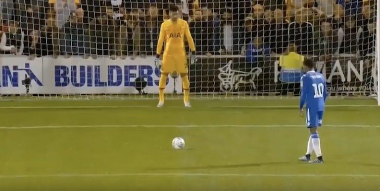 Video: Colchester-pelaaja epäonnistui nolosti rankkarista – Spurs-veskari torjui ylimielisesti yrityksen