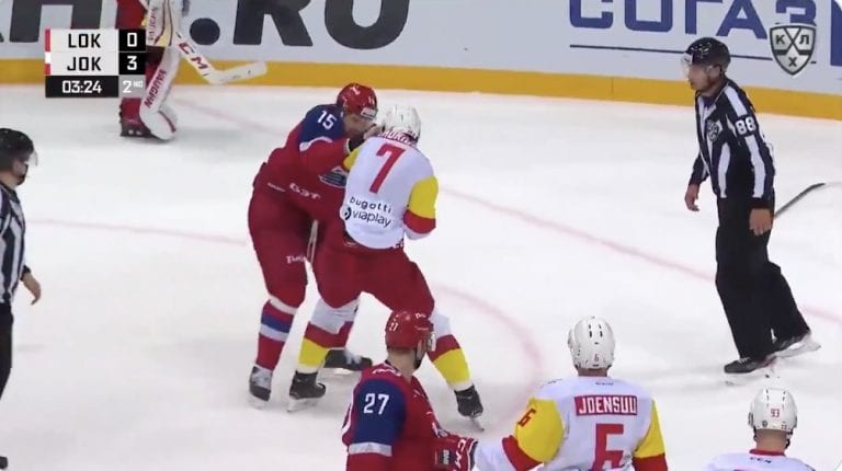 Video: KHL:ssä todellinen jättiläisten mylly – Jokereiden Oliver Lauridsen haastoi Alexander Svitovin tappeluun
