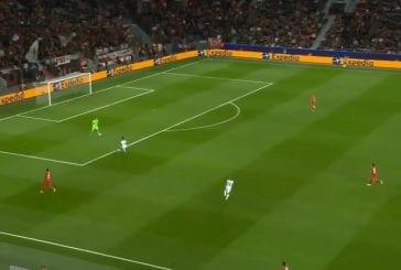 Video: Lukas Hradecky kämmäsi karmealla tavalla Mestarien liiga -debyytissään
