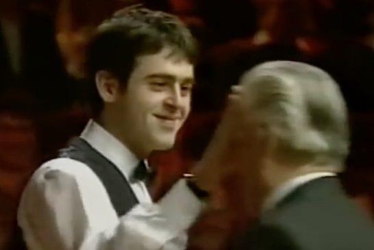 Klassikkovideo: Viuhahtaja iskee - Ronnie O'Sullivan peittää tuomarin silmät