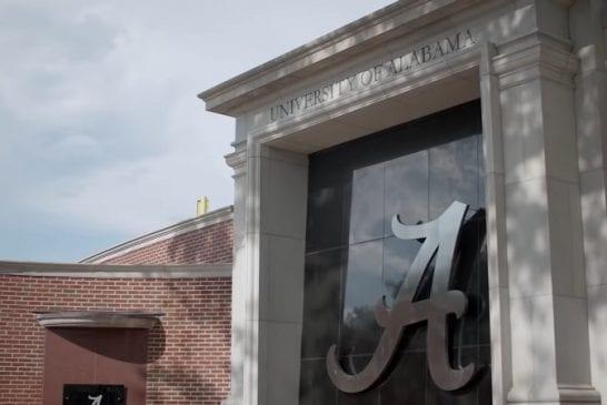 Alabaman yliopisto kyttää sovelluksen avulla katsovatko opiskelijat jenkkifutispelit loppuun asti