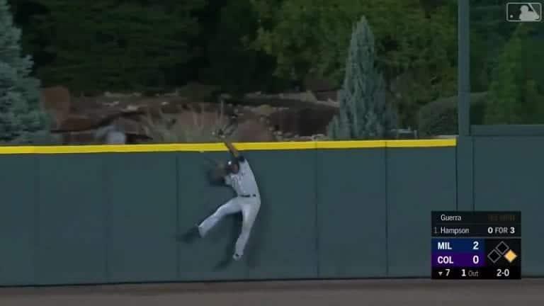 Video: Lorenzo Cain ryösti kunnarin huikealla kopilla MLB:ssä