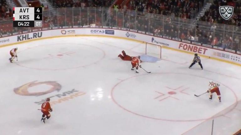 Video: KHL-maalivahti hölmöili jatkoajalla – Brooks Macek kiitti ja iski voittomaalin nollakulmasta