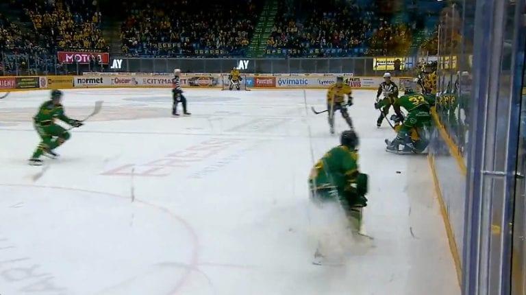 Video: Joona Ikonen väliaikaiseen pelikieltoon – huitaisu meni ottelun tuomaristolta ohi