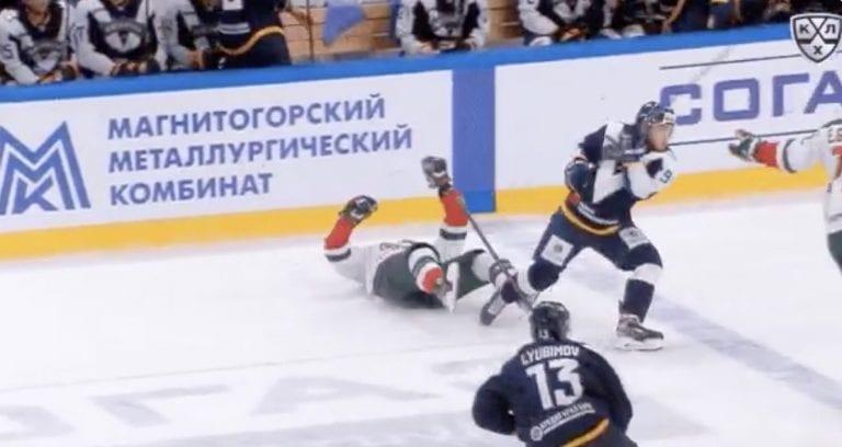 Video: KHL:ssä hurja töötti – Kazanin Vladimir Tkachyov meni pelottavasti tajuttomaksi