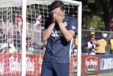 Video: Pelaaja iski voittomaalin ja murtui kyyneliin – paljasti musertavan suru-uutisen muille vasta maalinsa jälkeen