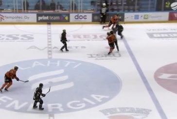 Video: Topi Jaakola lensi suihkuun – taklasi vastustajaa suoraan päähän