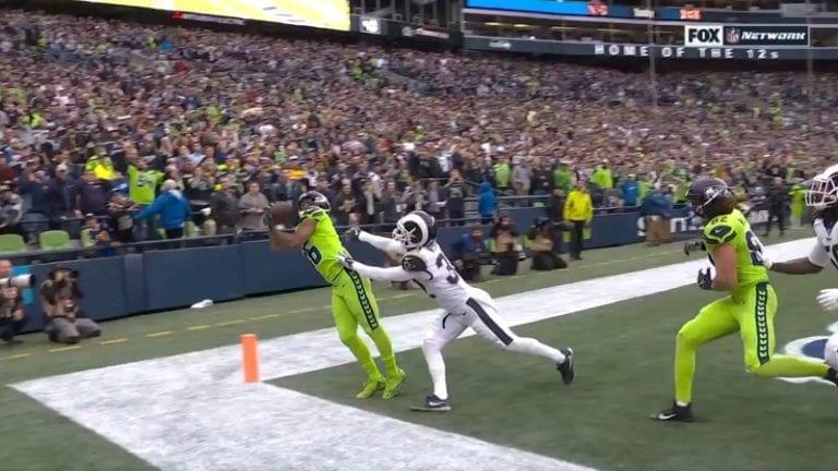 Video: Aivan tajuton touchdown – Tyler Lockett kahmaisi huikean kopin maalialueen kulmassa