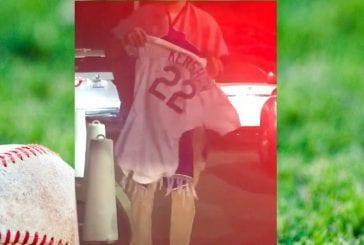 Video: Clayton Kershaw mokasi playoff-tappiossa - vihaiset Dodgers-fanit ajoivat pelipaidan yli