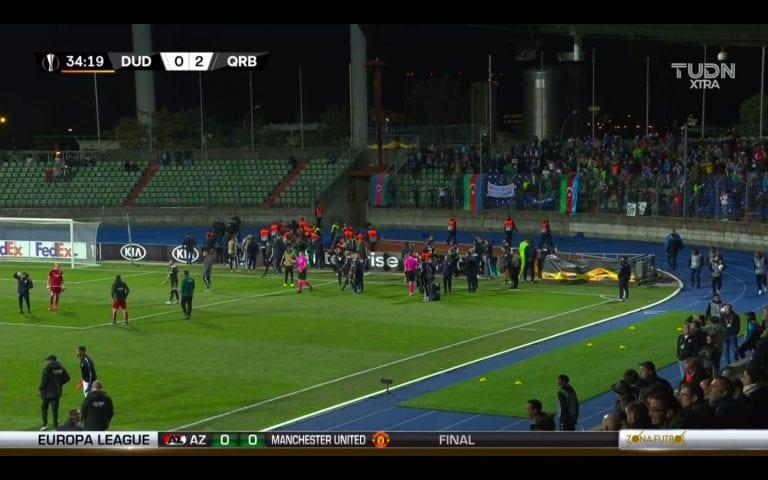 Video: Poliittinen kannanotto keskeytti Eurooppa-liigan pelin – Qarabag-fanit yrittivät rynniä kentälle