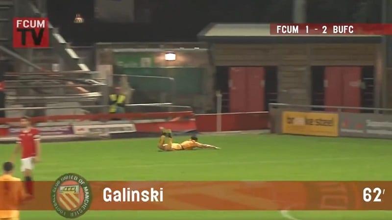 Video: Hämmästyttävä maali Englannin alasarjassa – Stefan Galinski teki puskumaalin omalta kenttäpuoliskolta