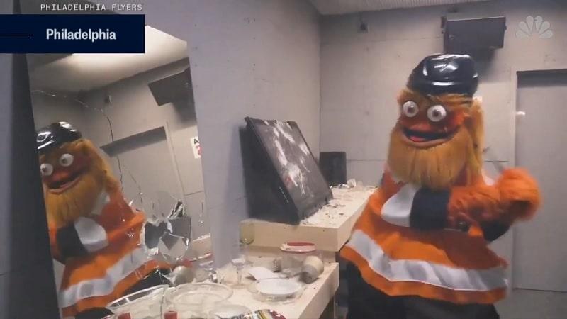 """Video: Philadelphia Flyers lisäsi kotihalliinsa """"raivohuoneen"""" – Gritty kävi testaamassa"""