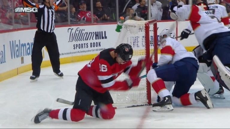 Video: Jack Hughesin uskomaton missaus kuvastaa Devilsin tuskaa – jo kuudes perättäinen tappio