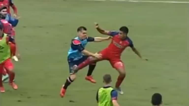Video: Guatemalan liigan ottelu lähti täysin käsistä – joukkorähinä johti kahdeksaan ulosajoon