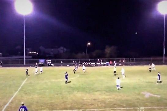 Video: Junnupelissä järjetön maali - pitkä avaus kääntyi takaiskuksi ilman, että pallo koski maahan