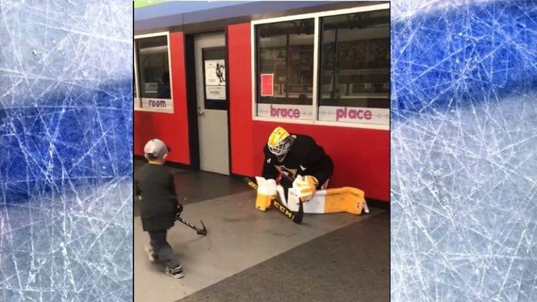 Video: Emil Larmi pelasi tossulätkää fanin kanssa – näytti tv-torjunnan mallia