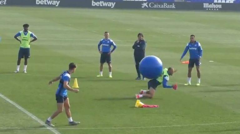 Video: Leganes-pelaajat väistelivät harjoituksissa joukkuekavereiden potkimia jumppapalloja