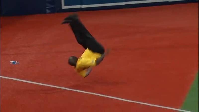 Video: Järjestyksenvalvoja pisti tanssiksi kesken MLB-matsin
