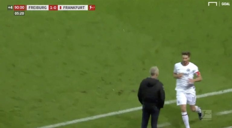 Video: Bundesliigassa mätkäistiin pitkä pelikielto – vastustajan valmentajan taklannut Frankfurt-kapteeni loppuvuoden poissa