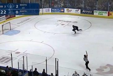 Video: Manitoba Moose hoiti kiekon omaan maaliin siirretyn rangaistuksen aikana AHL:ssä