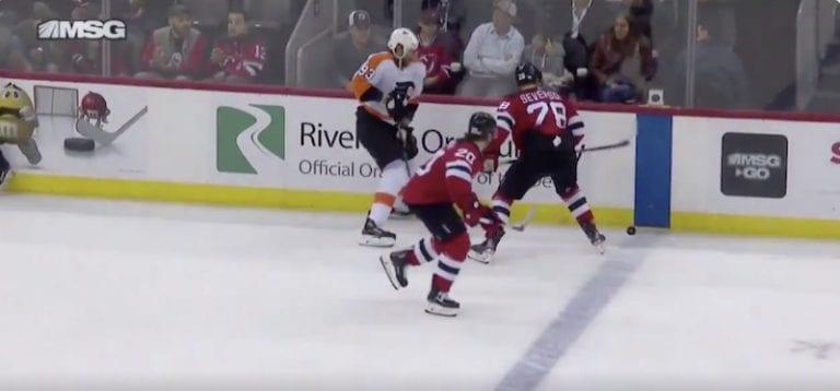 Klassikkovideo: NHL:ssä huikeaa Fair Play -henkeä – Jakub Voracek käski tuomaria perumaan jäähyn