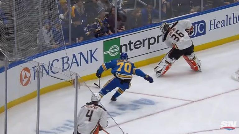 Video: Oskar Sundqvist ajoi John Gibsonin kylmäksi – NHL mätkäisi maksimisakot