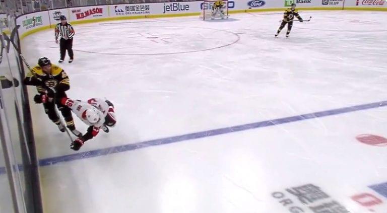 Video: NHL:ssä pelottava tilanne – Scott Sabourin taklasi itsensä tajuttomaksi