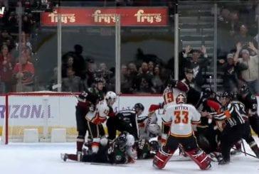 Video: Joukkomylly puhkesi - maalivahditkin mukana Arizonan ja Calgaryn välisessä rähinässä