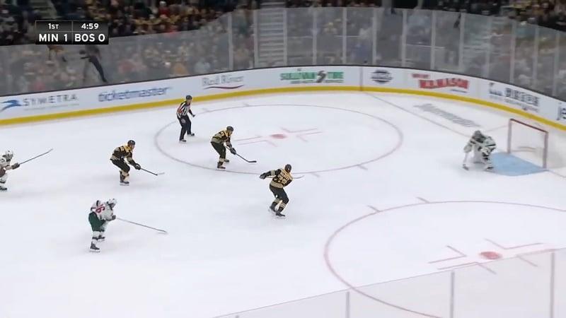 Video: Boston jäätyi herkkupaikassa – 3 vs 0 -hyökkäys meni neppailuksi