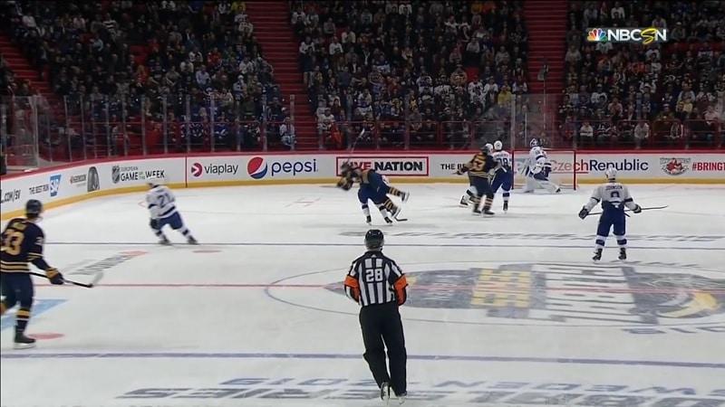 Video: Nikita Kucherov teloi Buffalo-hyökkääjän pois pelistä – ei saanut edes jäähyä