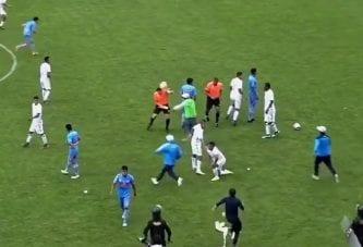Video: Fanijoukko rynni tuomariston kimppuun Perun cupissa - mellakkapoliisi joutui puuttumaan peliin