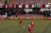 Video: Puolustaja tykitti upean maalin Pohjois-Irlannin liigassa - hurja laaki puolesta kentästä