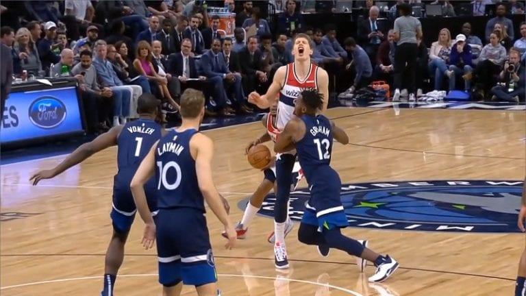 Video: NBA-pelaaja läimäisi vastustajaa suoraan säkeille kaksinkamppailutilanteessa