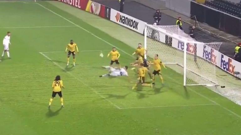 Video: Upea saksipotku toi Vitorian tasoihin lisäajalla – seitsemän Arsenal-pelaajaa ihaili vieressä