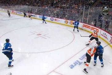 Video: Flyers-pelaaja ajettiin ulos - rysäytti kovan niitin myöhässä, vastustaja jätti pelin kesken