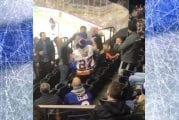 Video: Hurja tappelu puhkesi NHL-katsomossa - Islanders-fanit mäiskivät toisiaan kunnolla