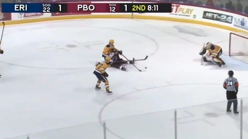 Video: Aivan järjetön häkki OHL:ssä – Sharks-varaus veivasi veskarin solmuun istualtaan