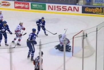 Video: Rochester-veskari otti mielipuolisen torjunnan AHL:ssä - pysäytti kiekon skorpionipotkulla