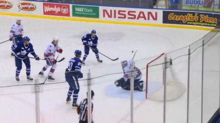 Video: Rochester-veskari otti mielipuolisen torjunnan AHL:ssä – pysäytti kiekon skorpionipotkulla