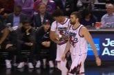 Video: Toronto Raptorsin pelaaja tuli kiireellä kentälle - kuulokkeet roikkuivat yhä hihasta