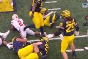 Video: Härski jäynä NCAA-matsissa - Michigan-pelurit riisuivat vastustajalta kengän kesken pelin