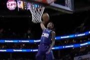 Video: Hämmentävä moka NBA:ssa - Charlotten Malik Monk kohnotti donkatessaan