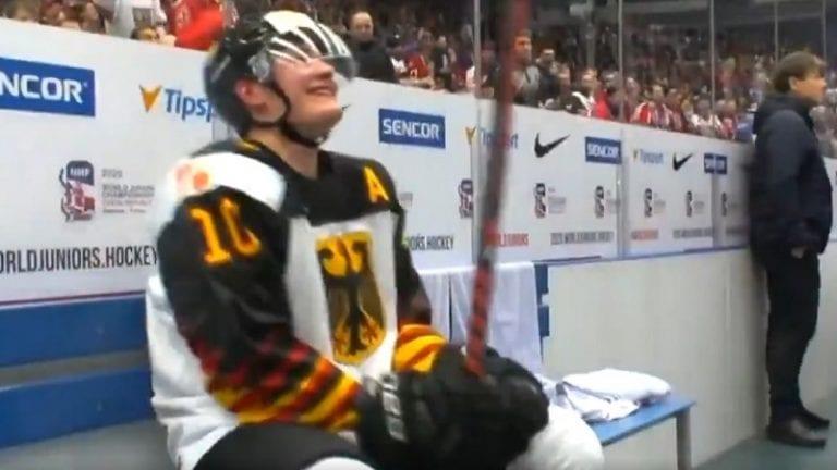 Video: Saksan Justin Schütz pääsi jäähyltä ja joutui viiden sekunnin päästä takaisin