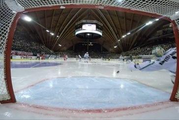 Video: Ufan veskarille nolo takaisku Spengler Cupissa - keskialueen roikkukiekko teki tepposet