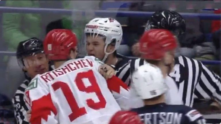 Video: Venäjän Nikita Rtishchev sai pelikieltoa päällä puskemisesta U20 MM-kisoissa