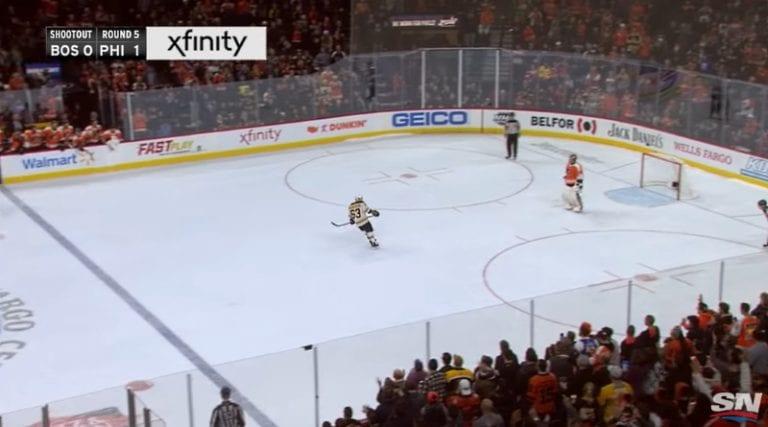 Video: NHL:ssä uskomatonta komiikkaa – Brad Marchand pupelsi ratkaisevassa rankkarissa
