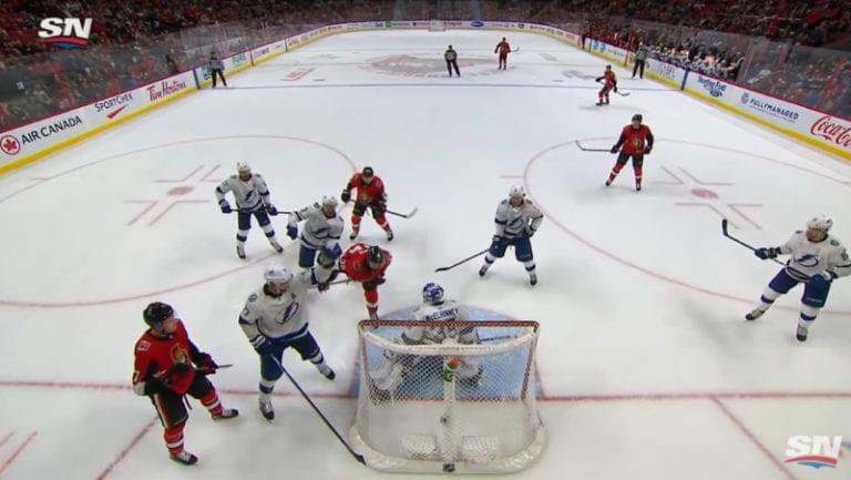 Video: NHL:ssä nähtiin maaginen osuma, joka kuitenkin hylättiin – Colin White puski kiekon hallitusti päällään maaliin
